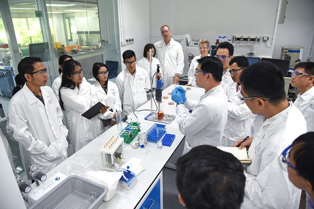 171213_GMSfoodsafety-lab_6002
