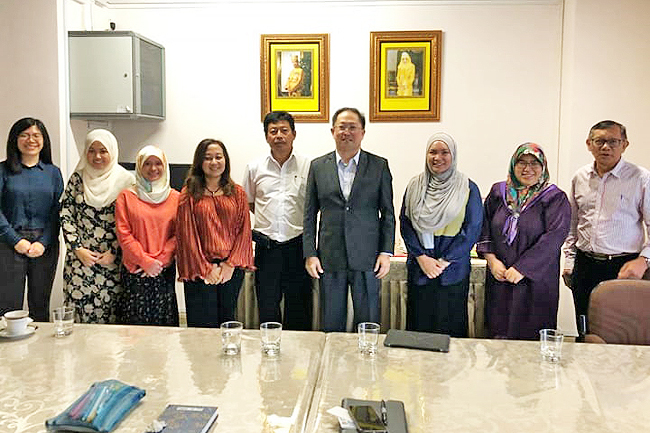 AFBA and NCCIBD members at the Food Safety and Quality Control Division. – PHOTOS: AZLAN OTHMAN